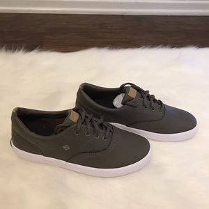 Sperry Wahoo Truffle Leather Boys size 3